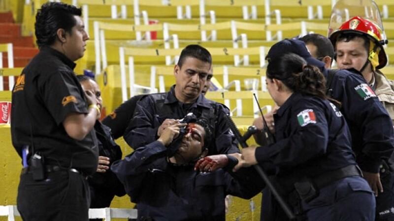 enfrentamiento policias estadio jalisco atlas