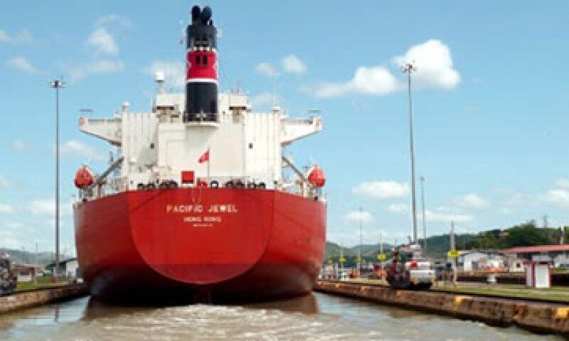 El Canal de Panamá no es suficiente para el comercio, por lo que se plantea que la nueva vía sea tres veces mayor. (Foto: Cortesía de CNNMoney)