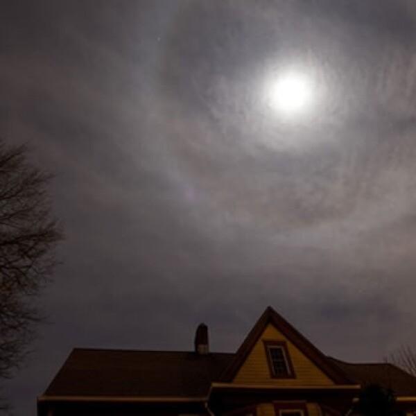 Un eclipse total de luna se aprecia desde Nueva York