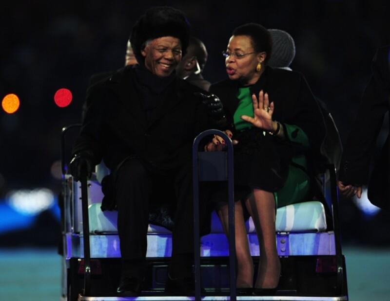 En el Mundial de Sudáfrica 2010 con su esposa Graca Machel.