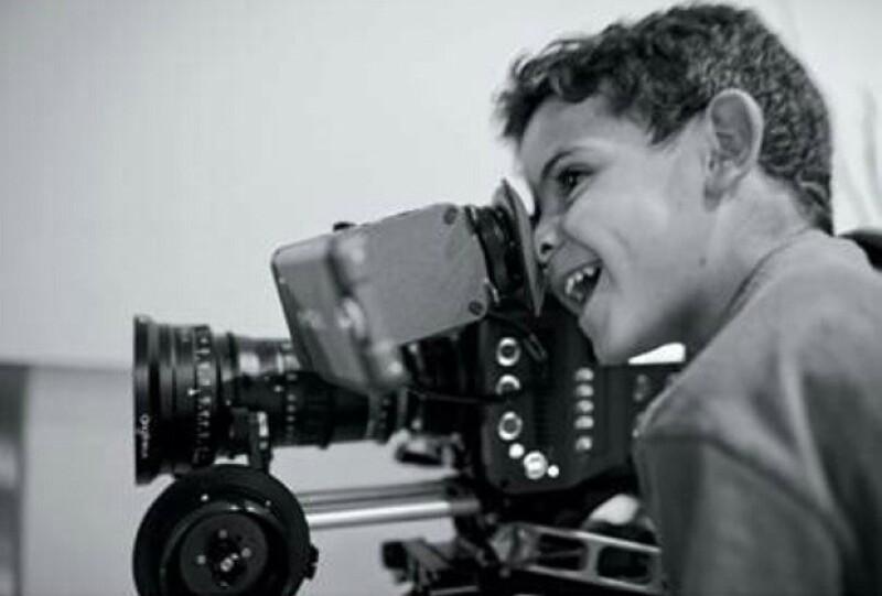 Con esta imagen de su hijo, el futbolista anunció que está trabajando en una película, de la cual será productor.