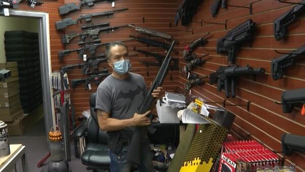 Estadounidenses se lanzan a comprar armas antes de las elecciones