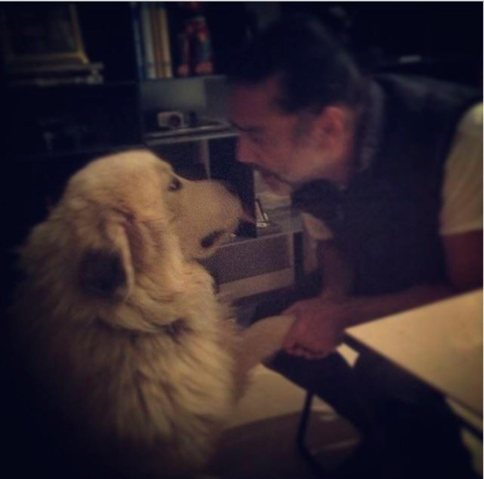Es evidente el cariño y la comunicación que hay entre El Potrillo y sus mascotas.