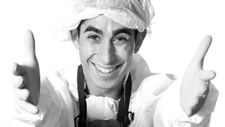 Genson, Maximiliano Pereyra, operario en elaboraci�n y producci�n; 2 a�os