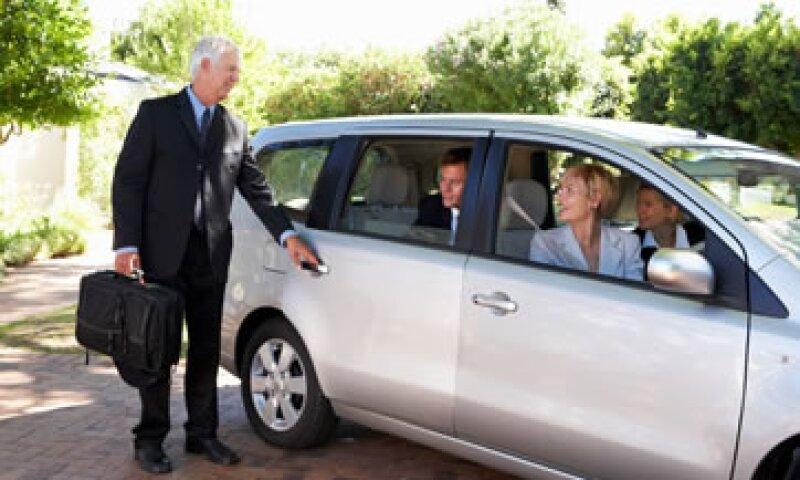 Compartir autos ayuda a bajar los costos de cada viaje. (Foto: iStock by Getty Images)