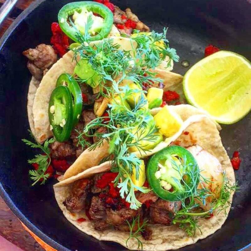 Tacos de arrachera con jalapeños