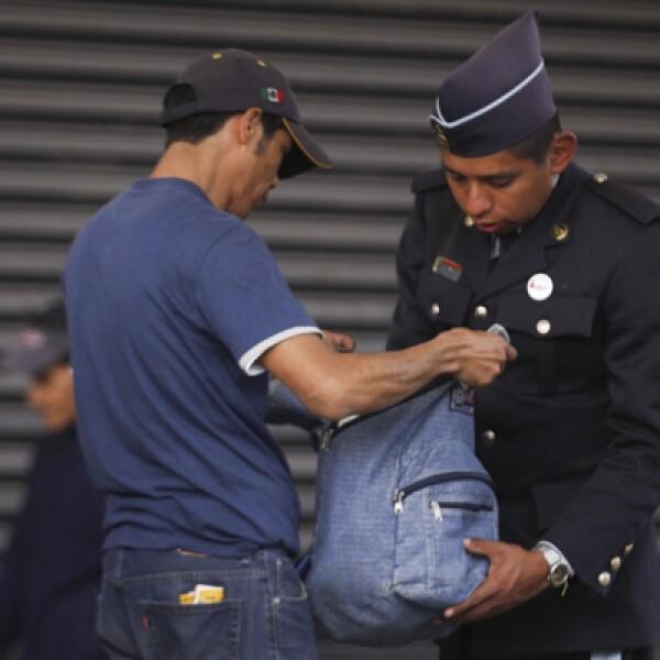 Quienes transitaban cerca de la Villa fueron inspeccionados por elementos de seguridad.