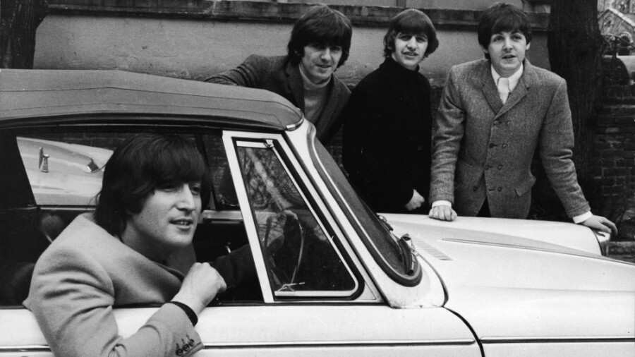 The Beatles subastan autos