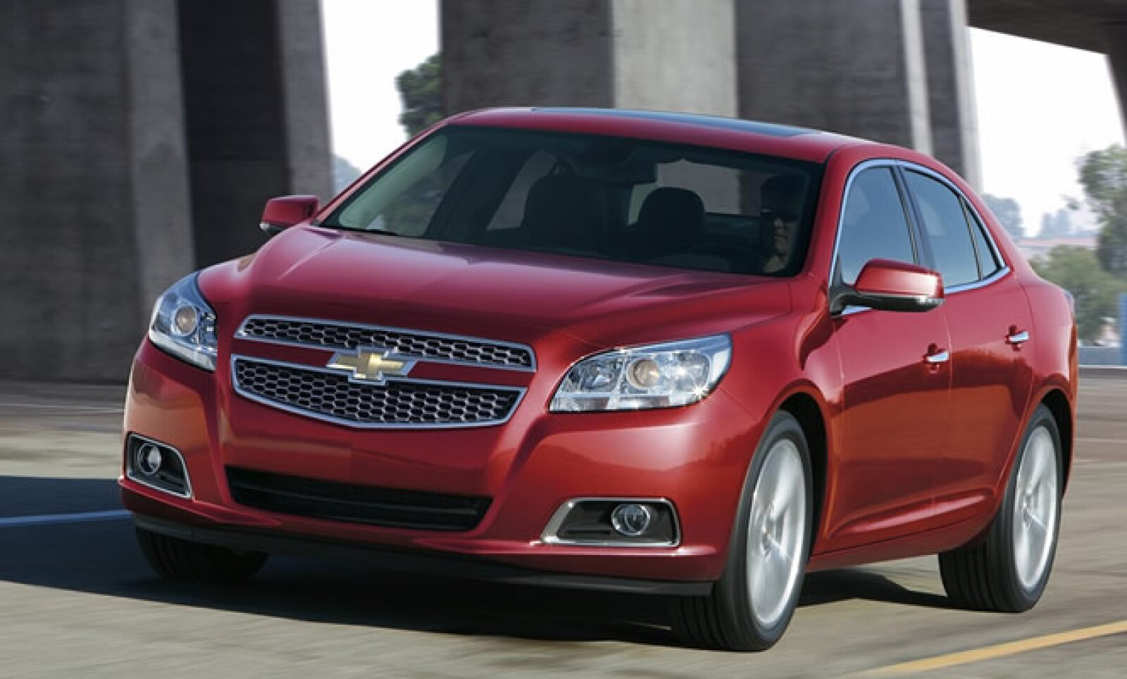 Uno de los modelos más representativos de Chevrolet fue recibido con ánimo por parte de los críticos por el cambio en su parte delantera y un interior más equipado. A la venta a finales de 2011 en Estados Unidos.