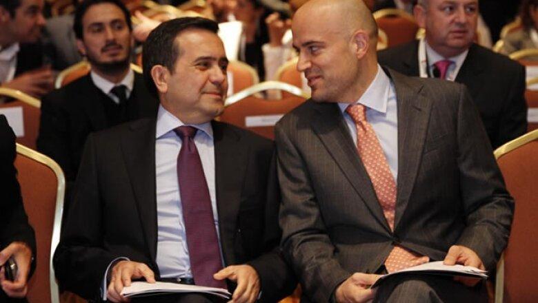El secretario de Economía, Ildefonso Guajardo (derecha) y Manuel Rivera, CEO de Grupo Expansión (izquierda) inauguran el Foro Expansión Emprendedores 2013.