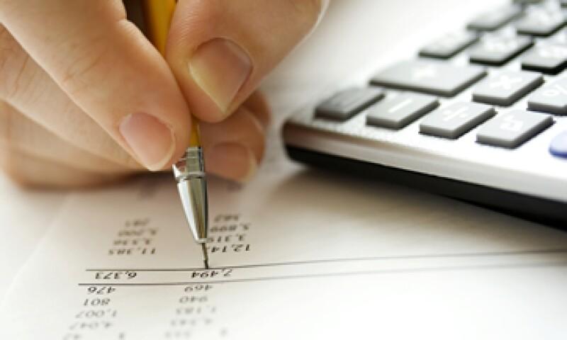 Al elaborar un presupuesto, es recomendable destinar 10% de tus ingresos al ahorro. (Foto: iStock by Getty)