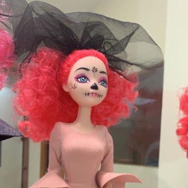 Recrean vestido de Beatriz Gutiérrez para una muñeca 16.jpg