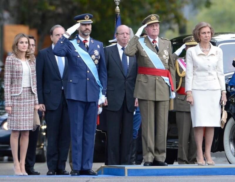 No hubo detalle en el que no pusieran atención los fashionistas, quienes desmenuzaron el look de la princesa de España durante el desfile militar con motivo del Día de la Hispanidad.