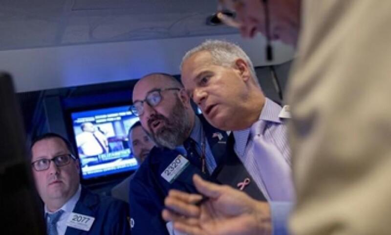 El Dow Jones bajaba  0.14% este lunes. (Foto: Reuters)
