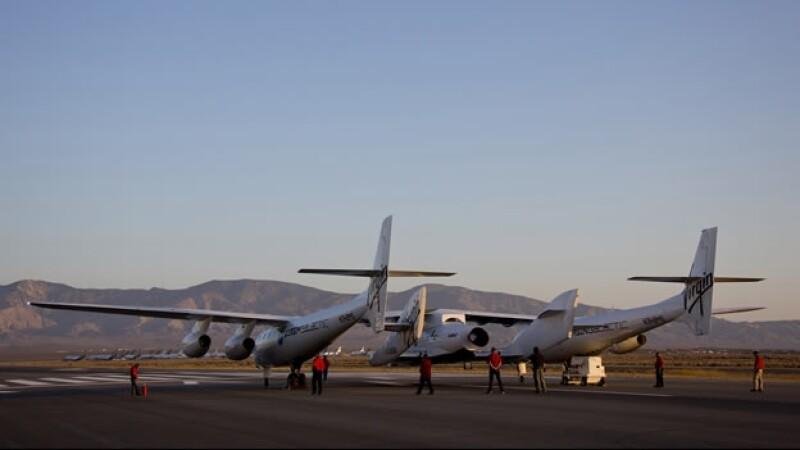Nave SpaceShipTwo de Virgin Galactic prueba su motor