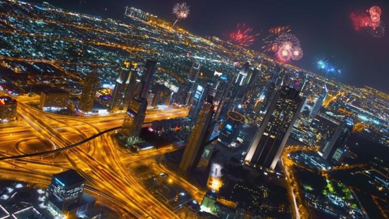 Dubai celebración año nuevo fuegos artificiales
