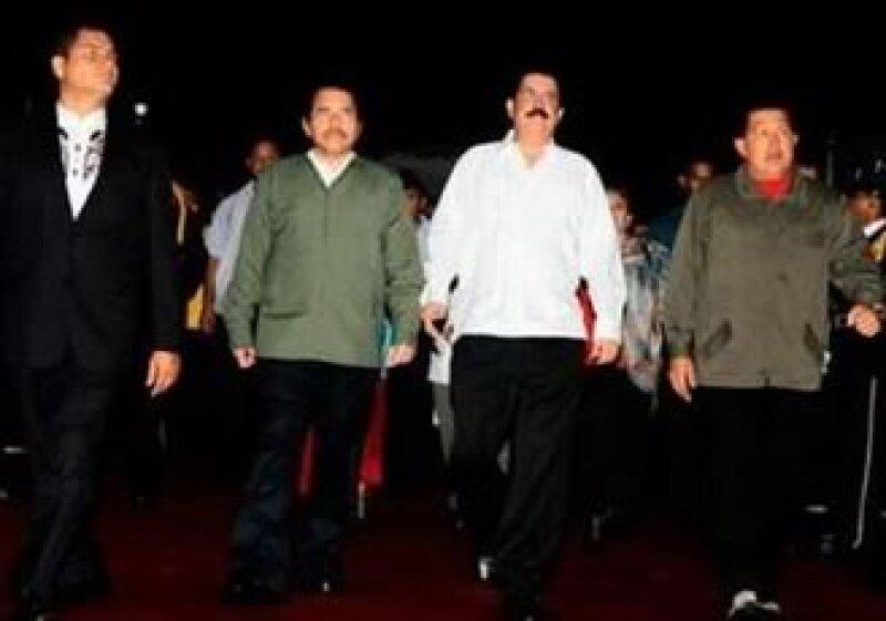 Zelaya dijo que regresaría a Honduras acompañado de otros presidentes.