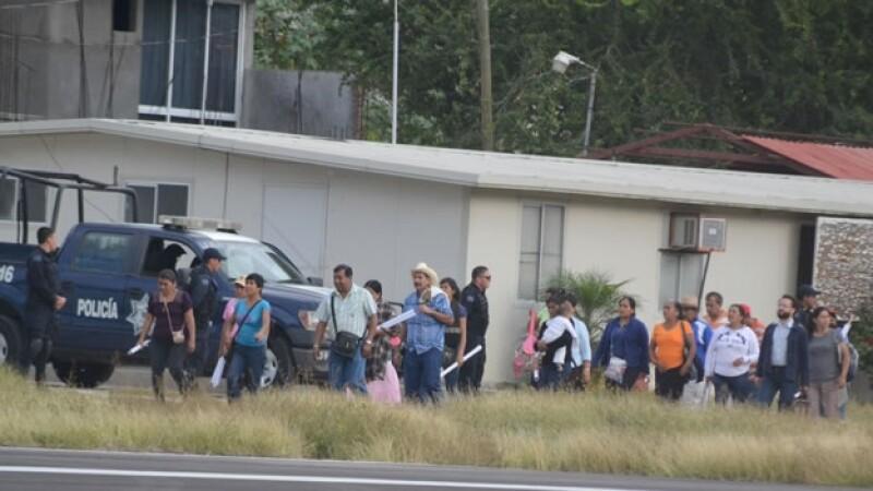 Padres de los 43 normalistas de Ayotzinapa desaparecidos se reunieron con autoridades federales en Chilpancingo