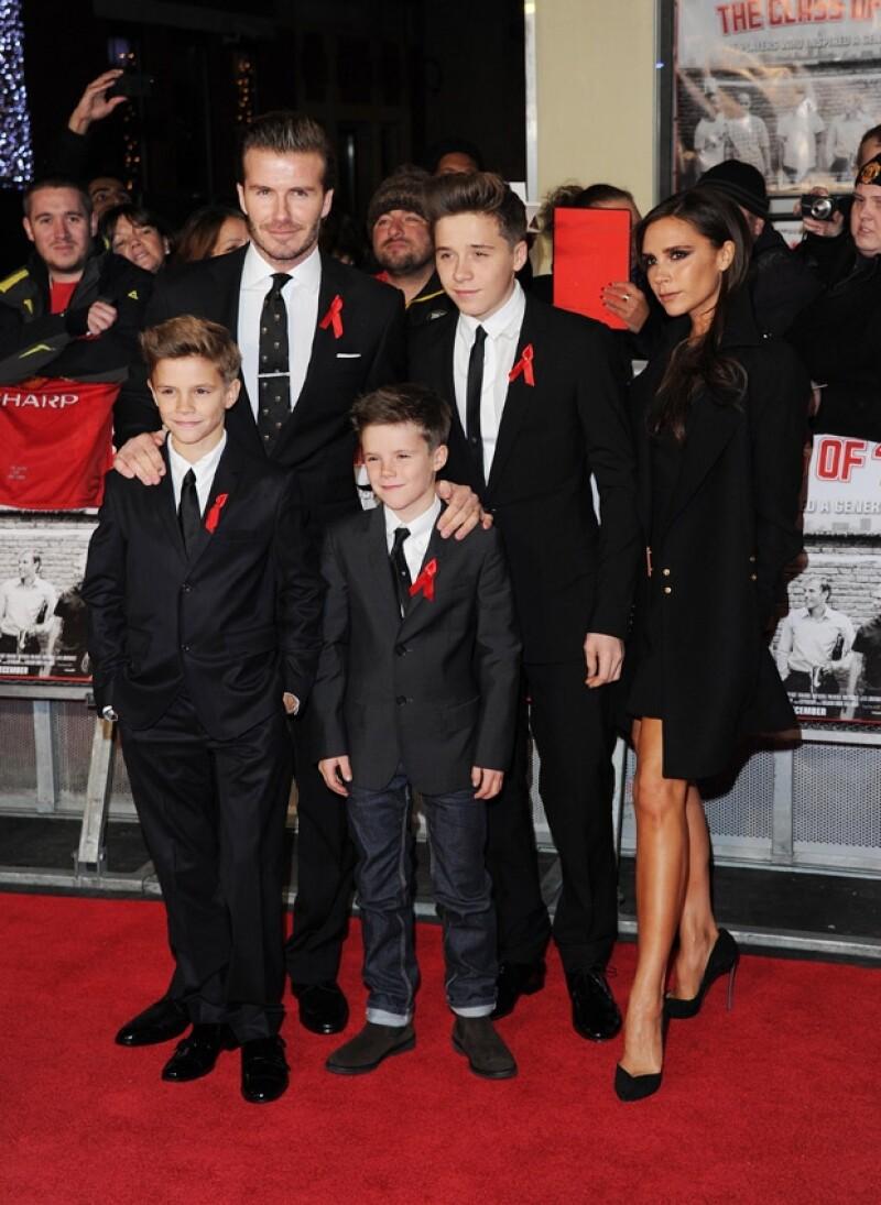 """David acudió al estreno de la cinta """"The Class Of 92"""" acompañado por su esposa Victoria y sus hijos, quienes acapararon los reflectores con su gran estilo."""