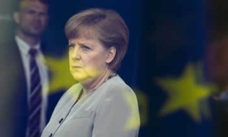 Merkel está presionando para realizar una cumbre de la Unión Europea a fines de junio. (Foto: AP)