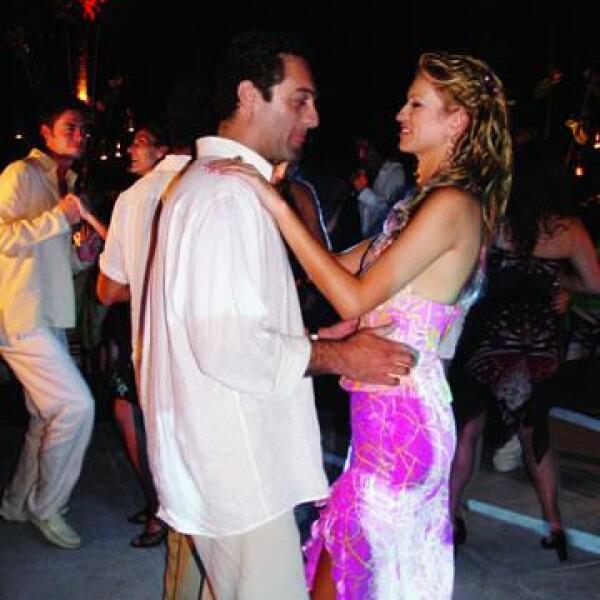 Carlos Slim Domit y María Elena Torruco en la boda de su hermana Gloria Torruco, cuando aún eran novios.