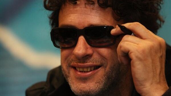 En un operativo discreto, el cantante argentino fue llevado a la clínica Alcla; sin embargo se reporta que continúa en estado de coma.