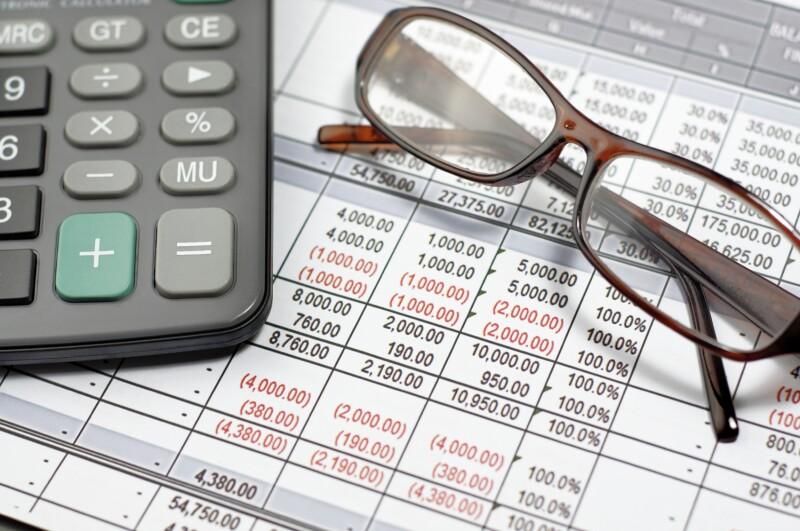Para realizarla sólo requieres las facturas electrónicas de tus deducciones personales, tu RFC, tu contraseña y tu e.firma.