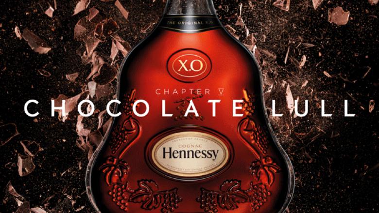 Chocolate tranquilo: Es el descubrimiento gradual de algo familiar. Es el sabor bien redondeado de un rico chocolate oscuro. Ligeramente dulce y suave como la seda, acaricia suavemente el paladar.