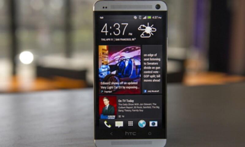El teléfono 'One' de la firma es uno de los modelos de alta gama que compite contra Apple y Samsung. (Foto: Getty Images)