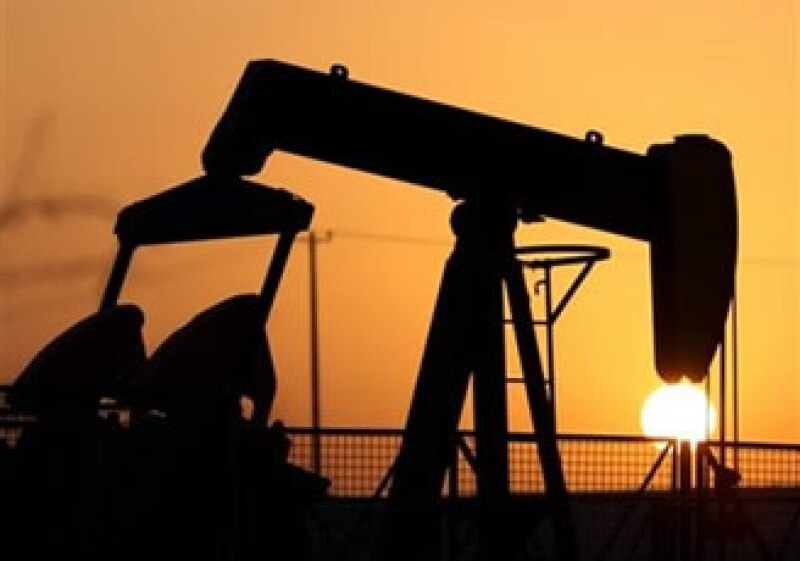 El barril estadounidense de petróleo se cotizó el lunes en 71.58 dólares; en julio de 2008 tocó los 147.27 dólares. (Foto: AP)