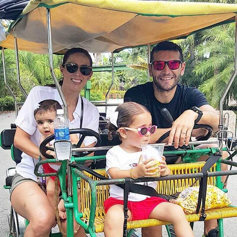 El esposo de Jacky Bracamontes presumió lo bien que se la está pasando en compañía de su familia durante su viaje por Florida.