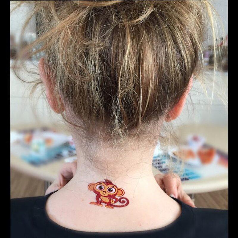 Como es sabido la cantante siempre pasa tiempo de calidad con sus pequeños, por lo que en esta ocasión incluso dejó que su hijo incursionara en el mundo de los tatuajes.