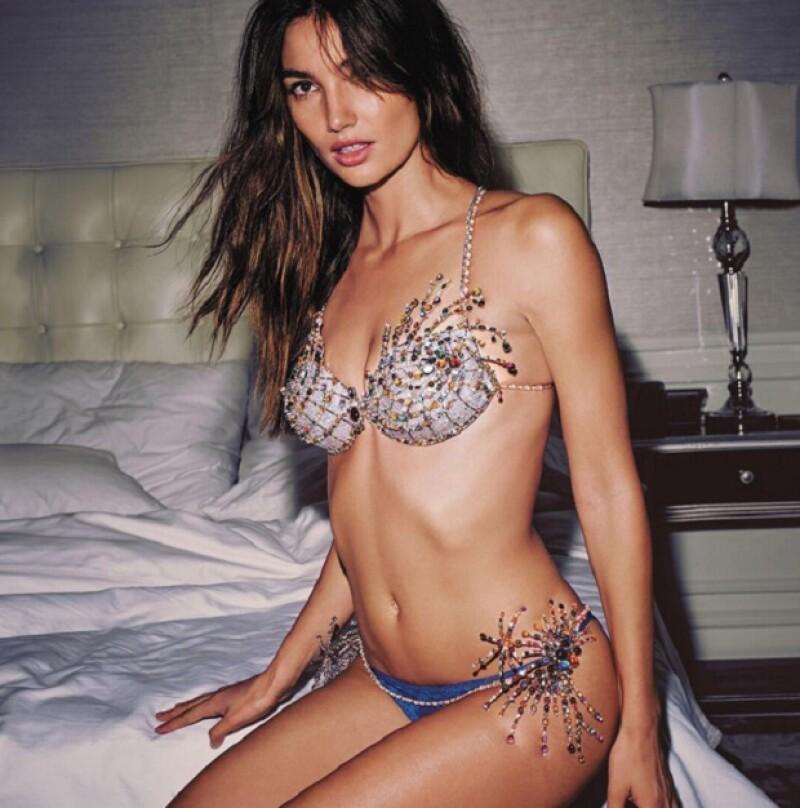 Lily Aldridge será la nueva modelo que porte el bra adornado con decenas de gemas preciosas y cientos de quilates en diamantes.