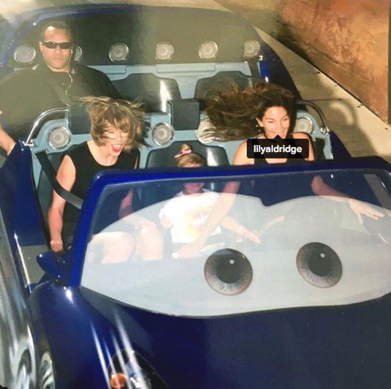 Aunque Disneyland es el lugar más feliz sobre la tierra, el guardaespaldas de la cantante no pareció disfrutar para nada la visita junto a ella y la modelo Lily Aldridge.