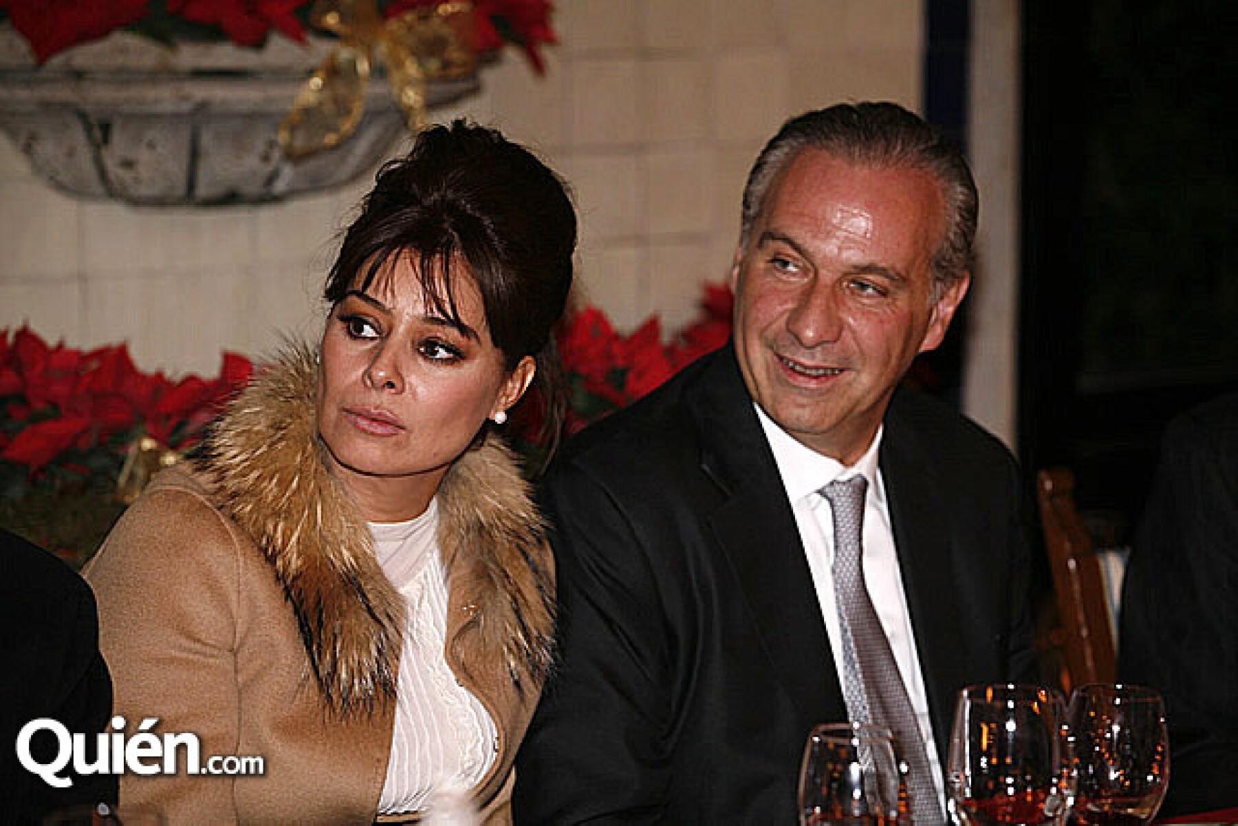 Yadhira Carrillo,Juan Collado