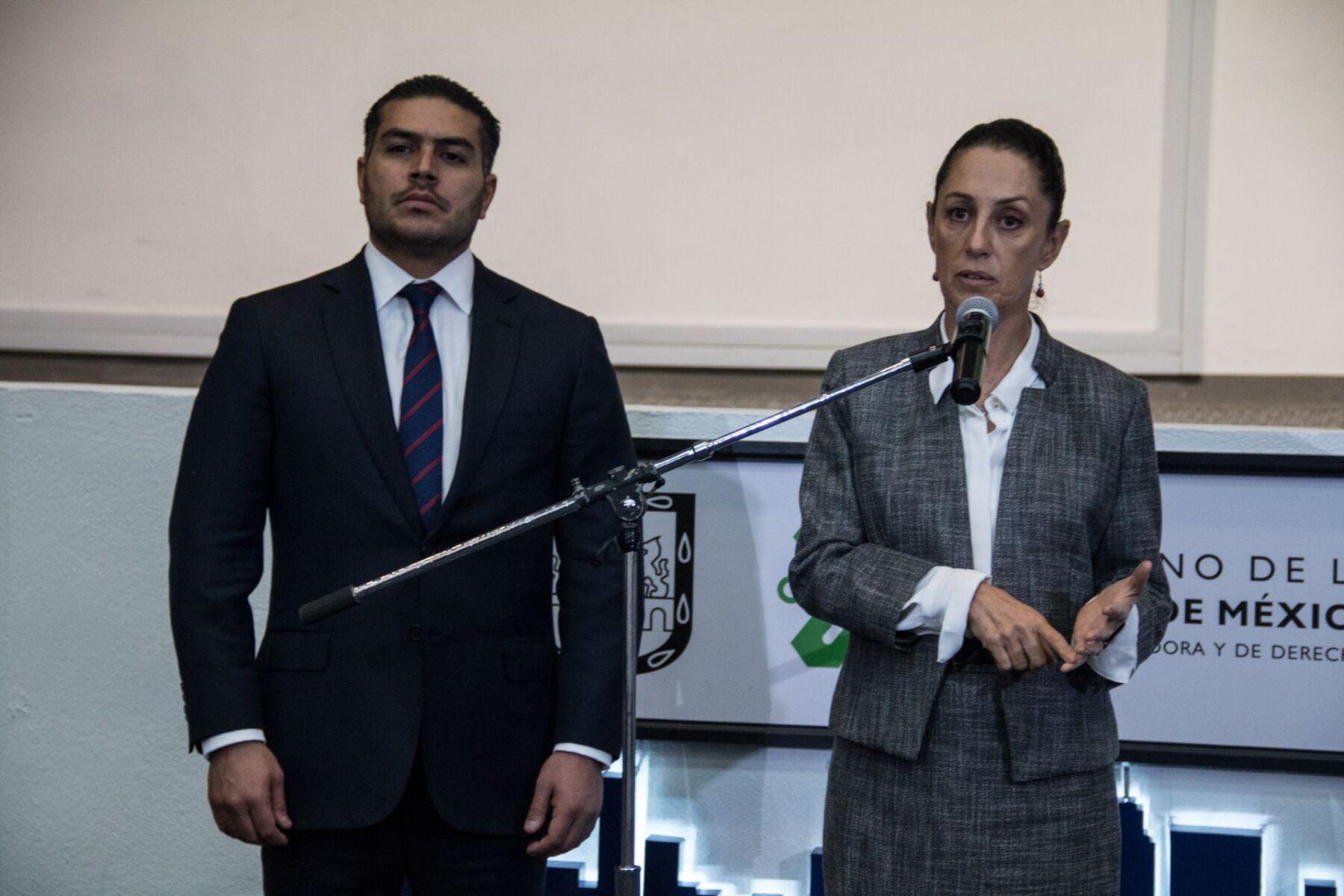 Claudia Sheinbaum Pardo, jefa de Gobierno de la Ciudad y Omar García Harfuch, secretario de Seguridad Ciudadano, durante la Ceremonia de reconocimiento y ascensos a las y los policías de la Ciudad