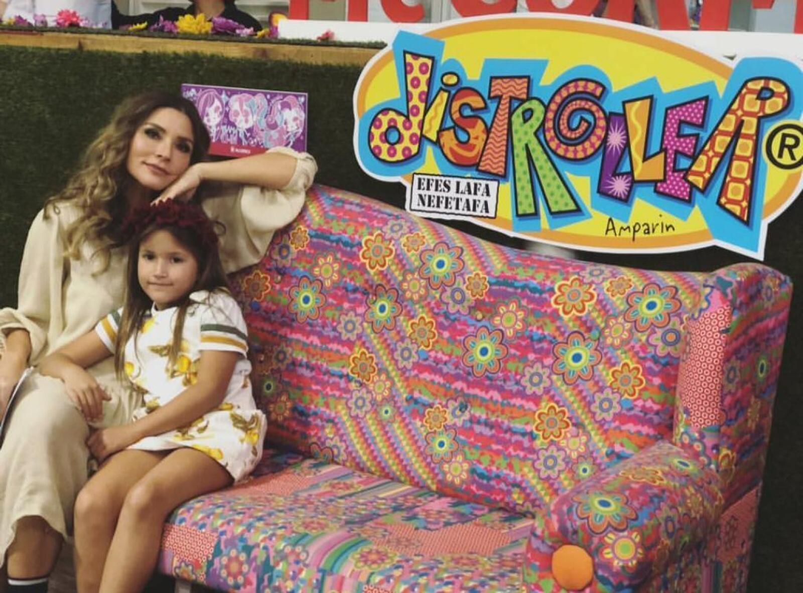 Issabela Camil y Victoria