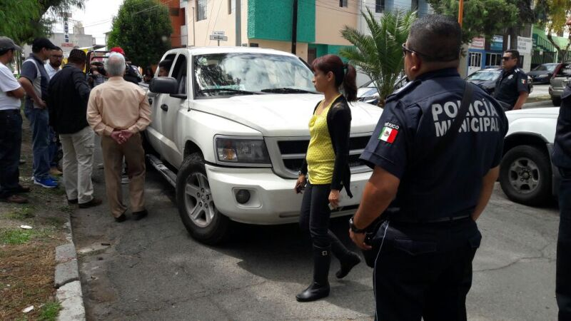 El PAN retuvo en Pachuca a una camioneta donde acusa que se reparte propaganda negra.