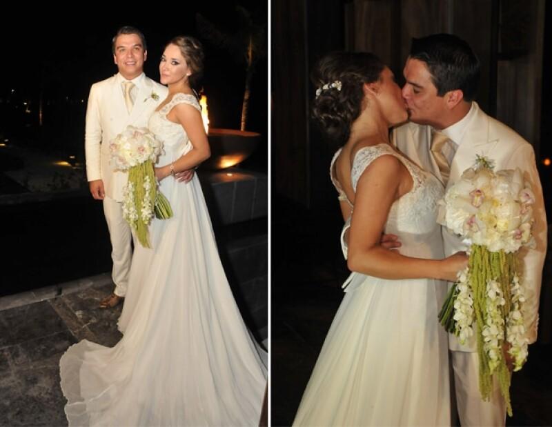 """Los recién casados fueron recibidos con la canción """"I gotta feeling"""" de la agrupación estadounidense Black Eyed Peas."""