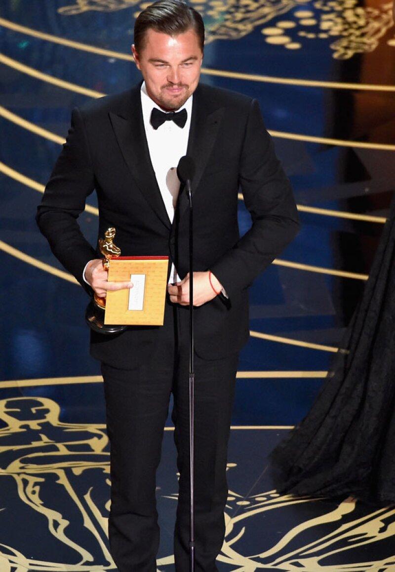 Con esto, el internet enloqueció pues pensó que Leo le estaba haciendo una grosería a la Academia por haberle dado un Oscar después de tantos años de carrera.