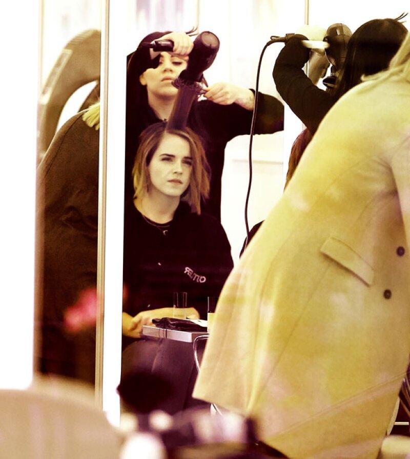 Incluso la actriz fue captada justo en el momento en el que le cortaban el pelo en Soho, Nueva York.