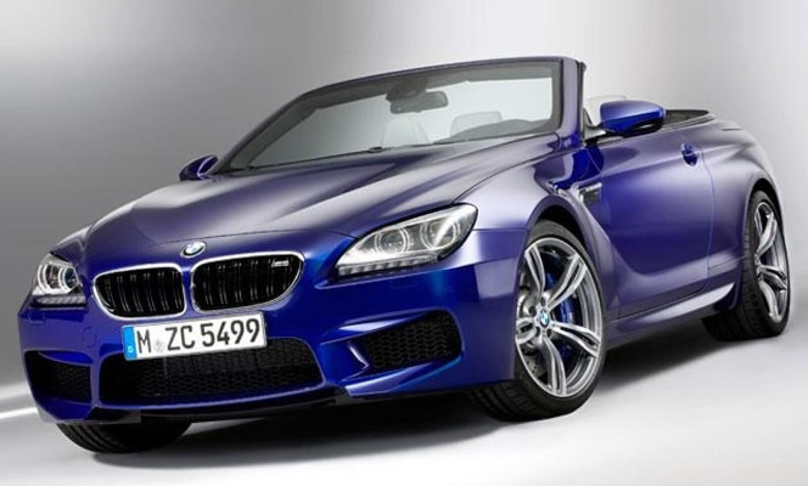La automotriz alemana develó la nueva generación de su afamado deportivo en sus versiones coupé y convertible.