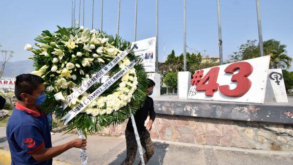 Conmemoración por los 43