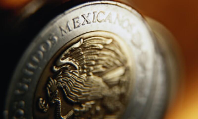 El peso se ha depreciado 2.4% ante el dólar en 2014. (Foto: Archivo)