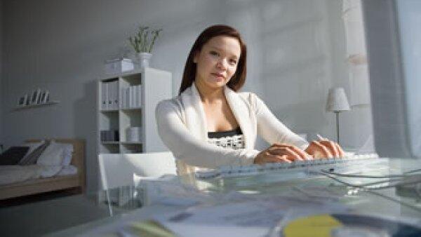 El trabajo gratuito en las empresas podría propiciar una cultura laboral que no remunere el esfuerzo. (Foto: Jupiter Images)