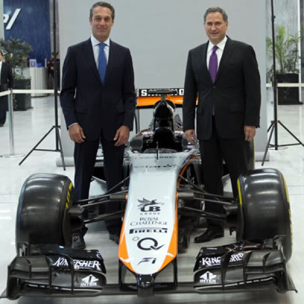 El regreso de la Fórmula 1 a México tiene la meta de alcanzar ventas por más de 2,000 mdd para el presidente de América Móvil, Carlos Slim Domit (izq.), y el presidente de CIE, Alejandro Soberón.