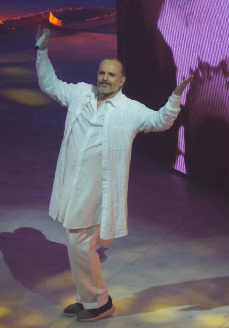 Entre temas nuevos y clásicos, el intérprete mantuvo la emoción del público.
