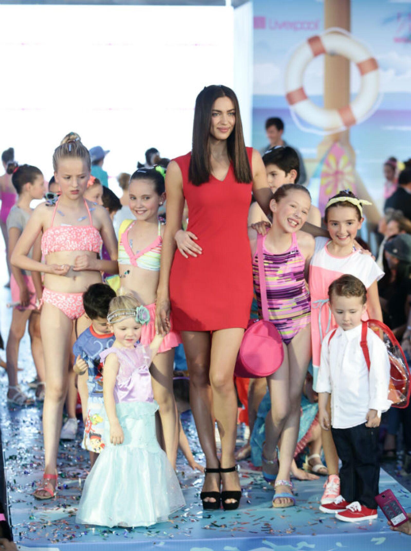 Los pequeños tuvieron la oportunidad de estar lado a lado de una top model.