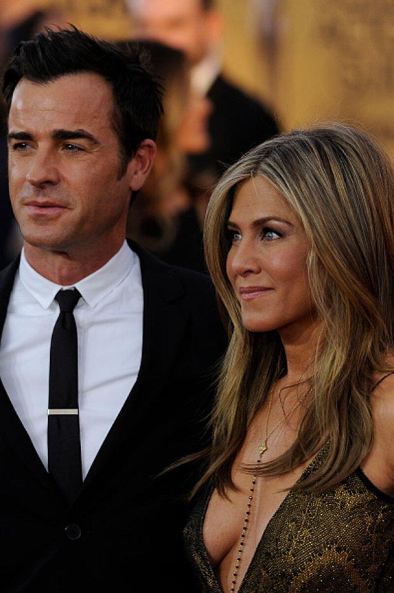 """La actriz de """"Cake"""" llegó acompañada de su prometido Justin Theroux a la premiación."""
