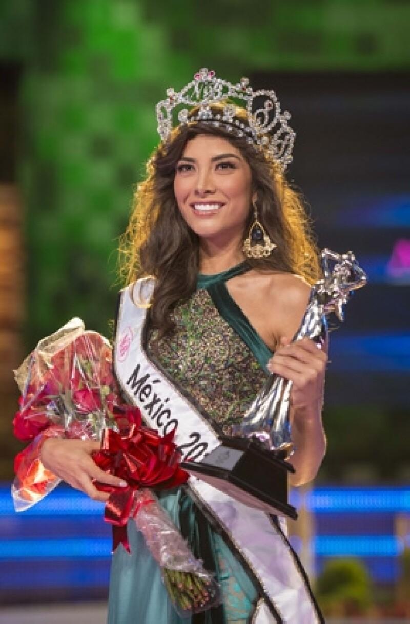 Wendolly Esparza Delgadillo fue coronada como la ganadora, título que aseguró la llena de alegría y la compromete a seguir con su preparación para representar al país en el certamen de Miss Universo.
